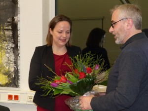 Stefan Mix, Geschäftsführer des SPD-Unterbezirks, gratuliert der neuen Vorsitzenden Janine Köster. Foto: Gabriele Keutgen-Bartosch