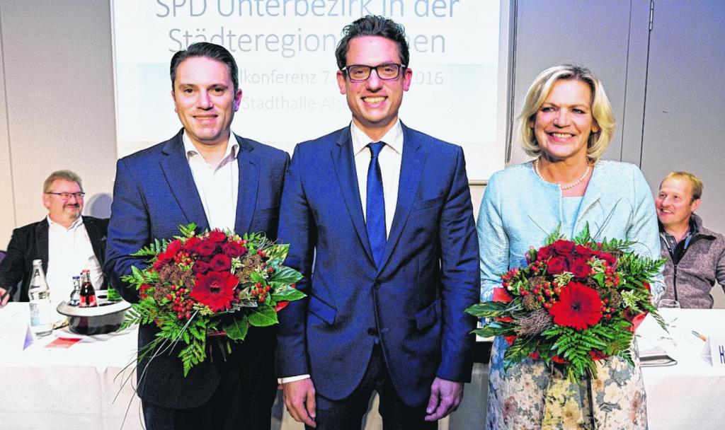 Nicht nur der stellvertretende Unterbezirksvorsitzende Detlef Loosz (l.) und der Vorsitzende des SPD-Stadtverbandes Alsdorf, Hans-RainerSteinbusch (r.), freuten sich über die Wahl von Stefan Kämmerling (2.v.l.)und Eva-Maria Voigt-Küppers (2.v.r.)zu den Landtagskandidaten der SPD in der Städteregion Aachen, auch UB-Vorsitzender Martin Peters strahlte.