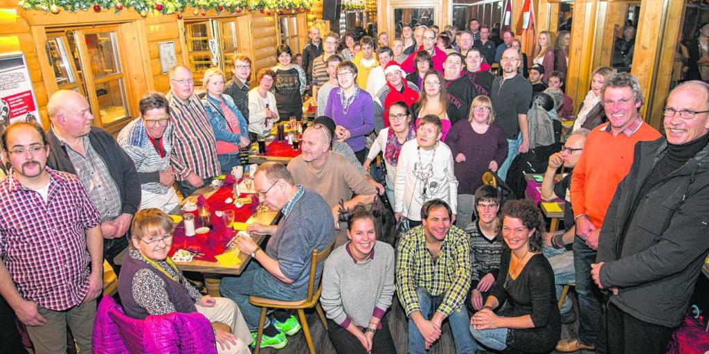 Der monatliche Stammtisch der KoKoBe ist ein wichtiger und regelmäßiger Treffpunkt. Bei der vorweihnachtlichen Zusammenkunft in der Straucher Biker-Ranch fanden sich jetzt rund 80 Teilnehmer ein.