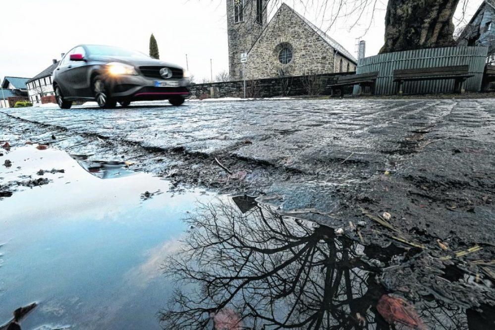 Pflaster vor der Kirche bleibt der emotionale Streitpunkt